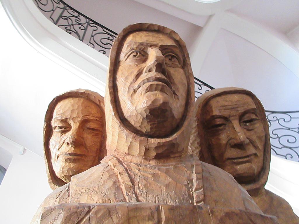 statue-entree-bibliotheque